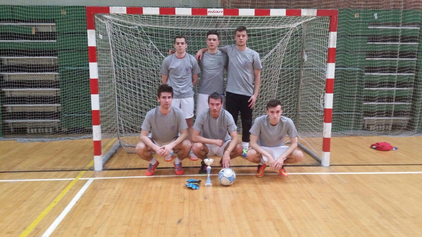 pobijednici futsal turnira EFZG 2016 ekipa Freshmanovci